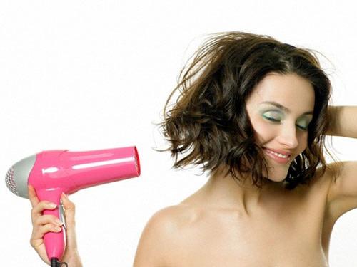 Un Trucco per Asciugare i Capelli Più Velocemente