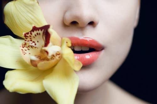 Dolcezza e Protezione per la Pelle Sensibile: Ecco Come Curare la Pelle Delicata