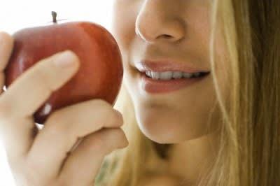 Capelli da Favola: Ecco gli Alimenti Che Non Devono Mancare a Tavola