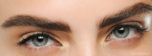 Sopracciglia Perfette con l'Eyebrow Tracer