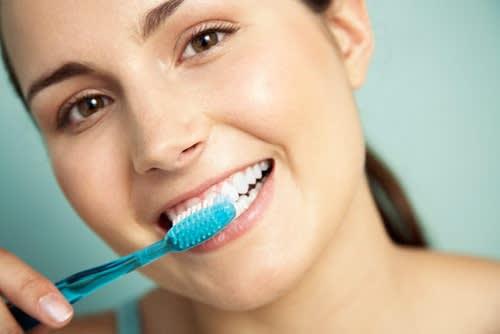 Così Si Spazzolano Correttamente i Denti, Lo Sapevi?
