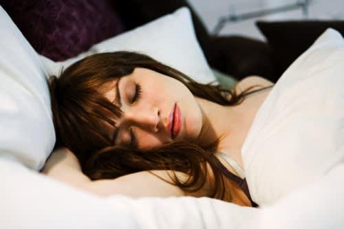 4 Cose da Sapere sul Comportamento della Pelle Durante il Sonno