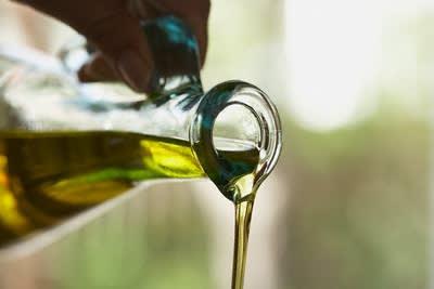 Olio Extravergine d'Oliva: Prezioso Alleato della Tua Bellezza