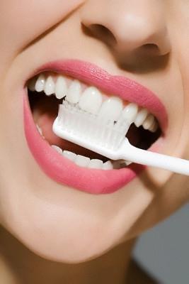 sorriso-denti-spazzolino.jpg