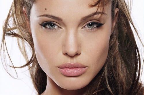 """Angelina Jolie e le Labbra """"Nude Look"""": Ecco Come Copiare il Suo Makeup"""