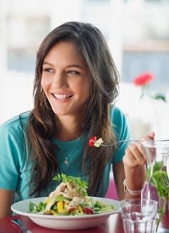 10 Consigli Efficaci per Mangiare di Meno (e Dimagrire)