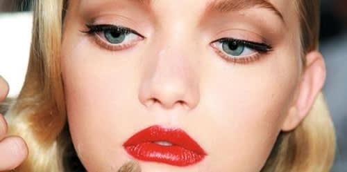 Rossetto Rosso e Seduzione: la Guida di Chanel per Labbra Rosso Fuoco