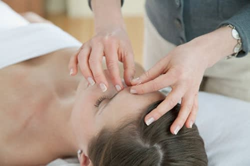Manda Via la Tensione con il Veloce Massaggio Antistress per il Viso