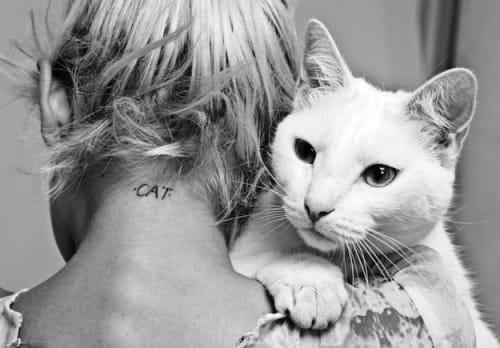 tatuaggio cat collo gatto
