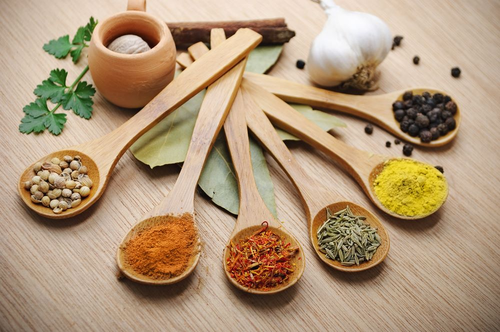 7 Herbs Indians Use as a Cure & Benefits