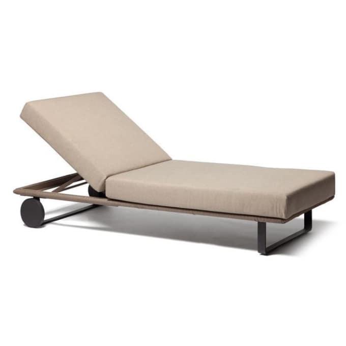 sonnenliege bitta von kettal. Black Bedroom Furniture Sets. Home Design Ideas