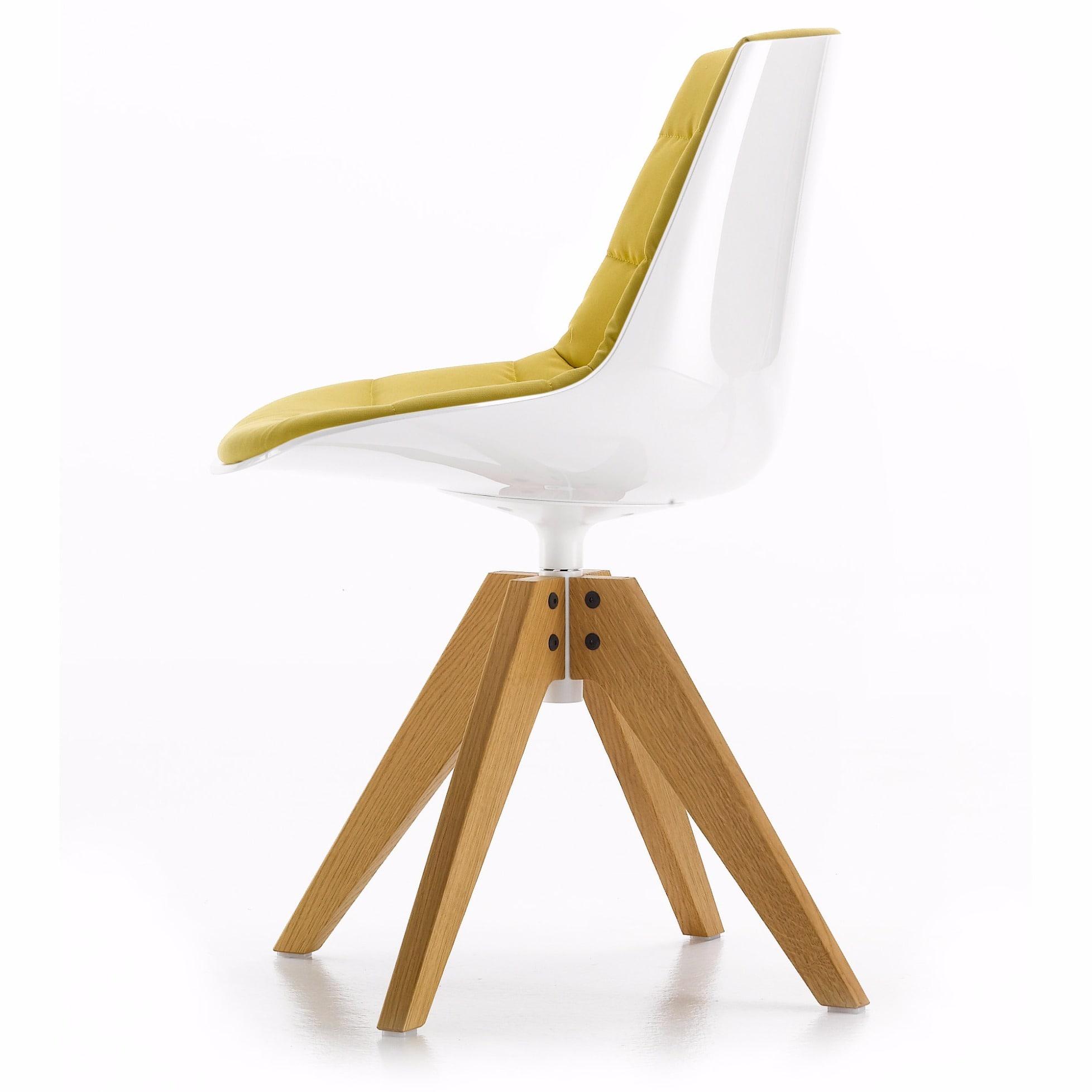 Chaise capitonnée Flow Chair de MDF Italia avec cadre chêne VN