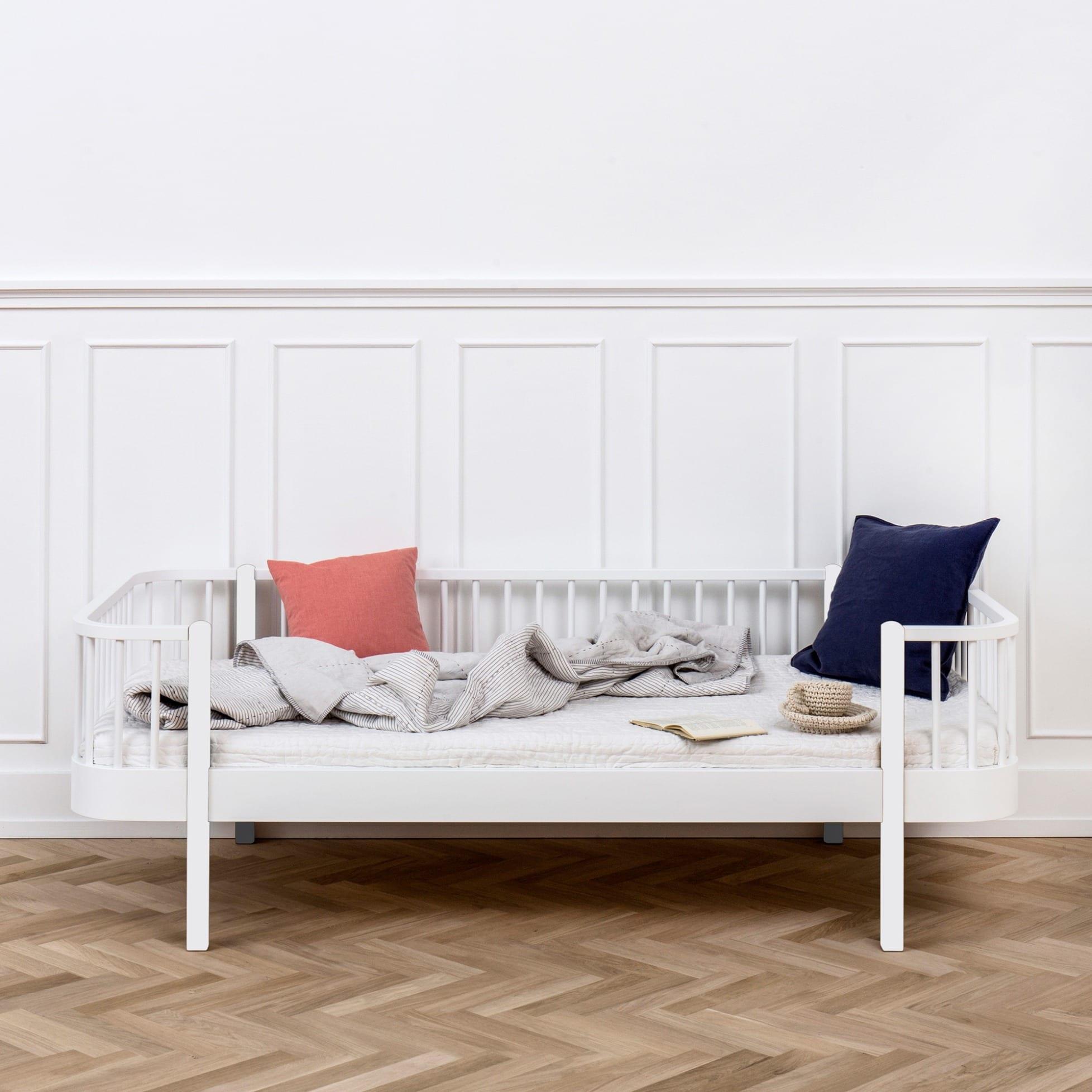 wood bettsofa von oliver furniture. Black Bedroom Furniture Sets. Home Design Ideas