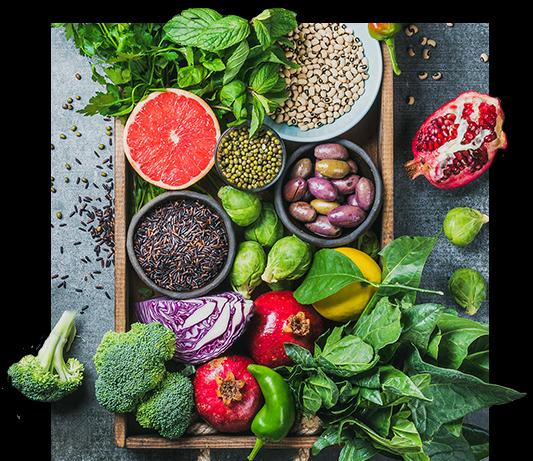 kosz z warzywami i owocami