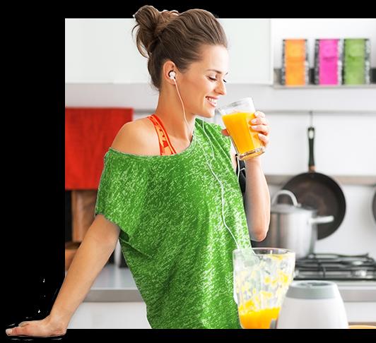 kobieta pijąca sok