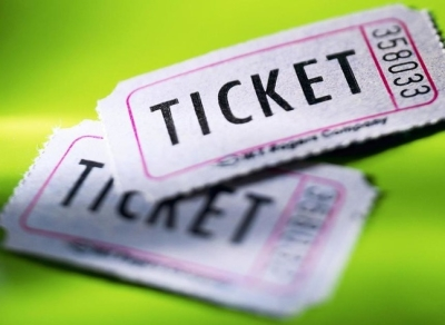 Надо брать билет на концерт сопровождающему