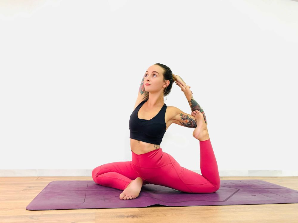 zena alana yoga teacher