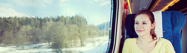 sms varnostno obvescanje, zenska potuje z vlakom