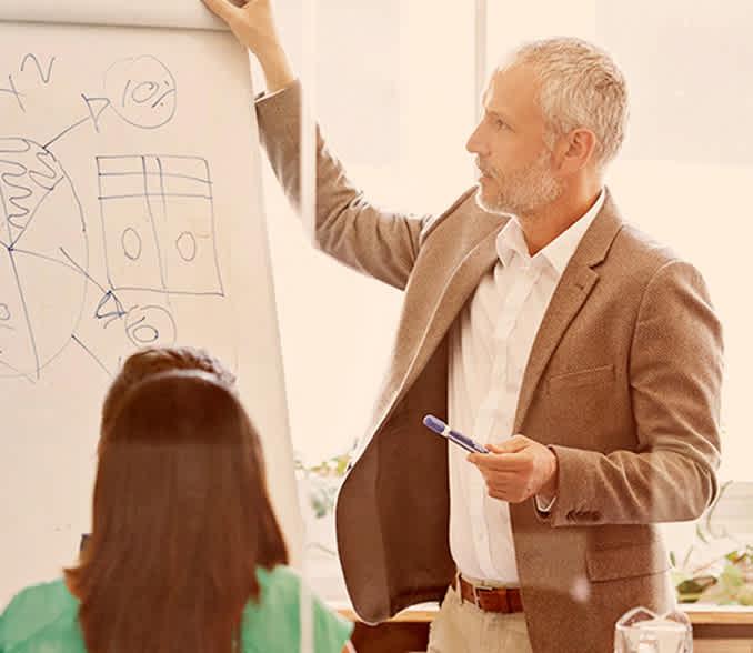 Poslovnež predstavlja poslovno idejo
