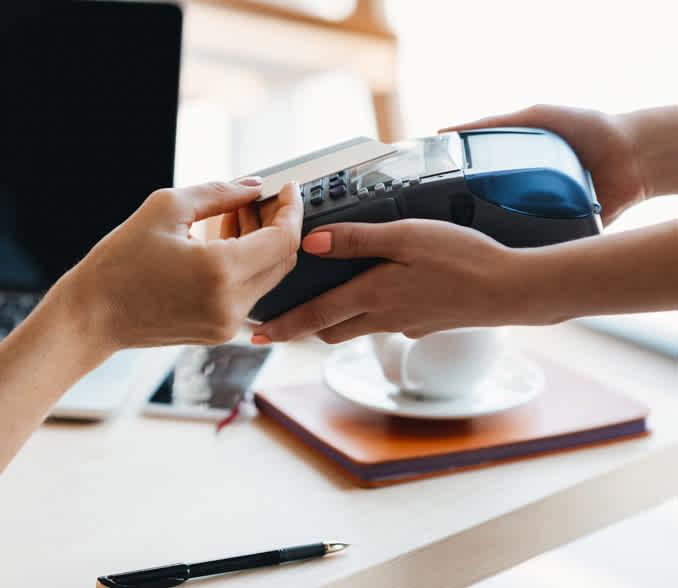 brezsticno placevanje z bancno kartico na POS terminalu