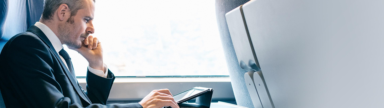 sms varnostno obvescanje, moski potuje z vlakom