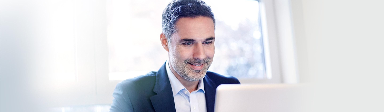 moški plačuje univerzalni plačilni nalog UPN