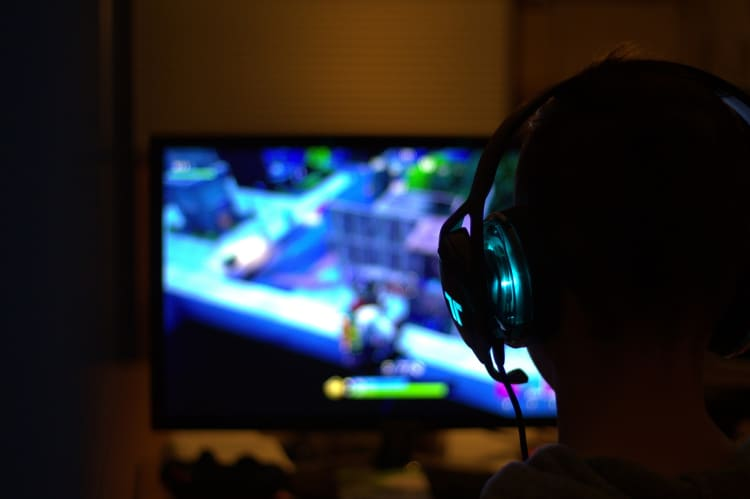 5 Ways to Make Money with Video Games