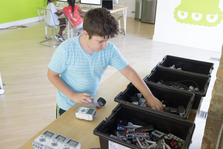 Developing students into independent technologists