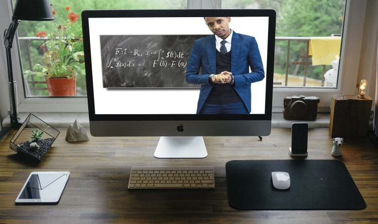 Who Will Be The First Ninja of Online Live-Stream Education?