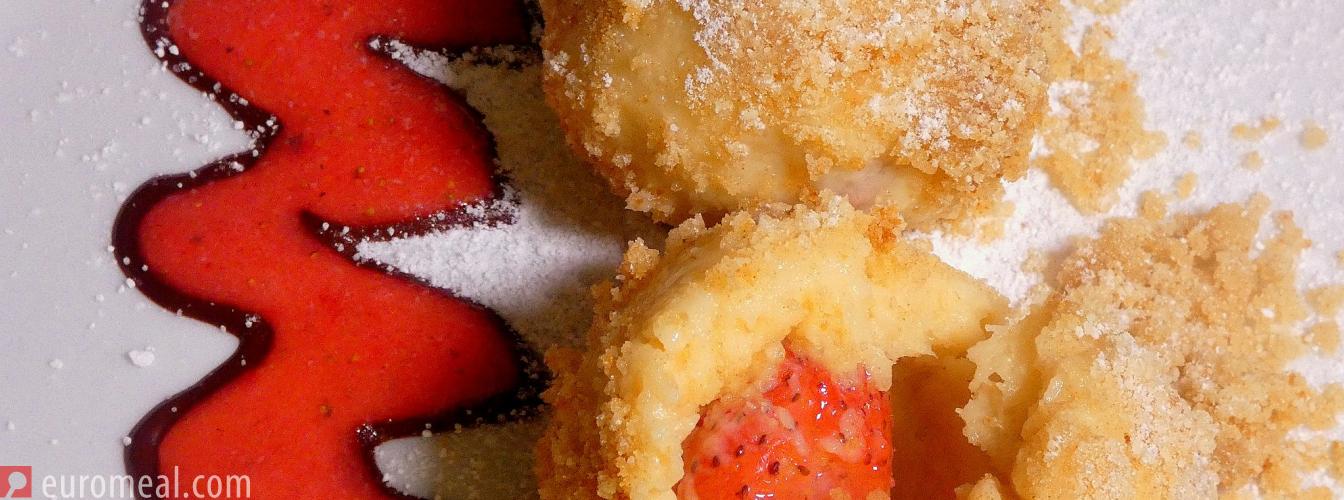 Süße Knödel mit Früchten