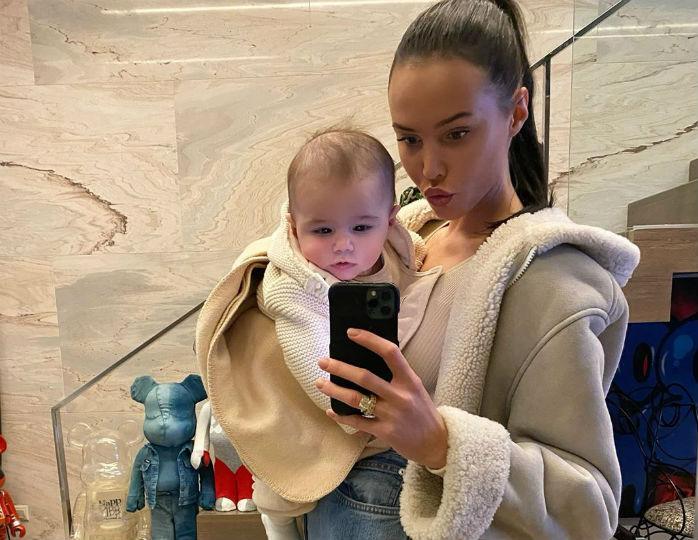 «Сонный крош»: Анастасия Решетова искупалась в ванне с 5-месячным сыном