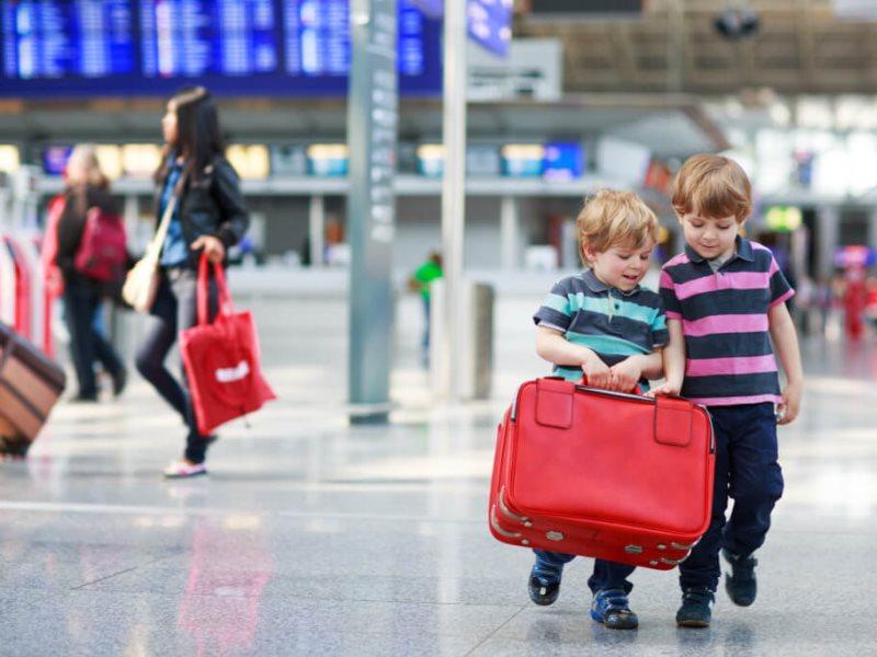 С какого возраста нужен загранпаспорт ребенку?