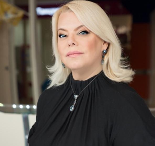 «Кругом паника и дурдом»: Актриса Яна Поплавская заявила, что справиться с любыми невзгодами поможет семья
