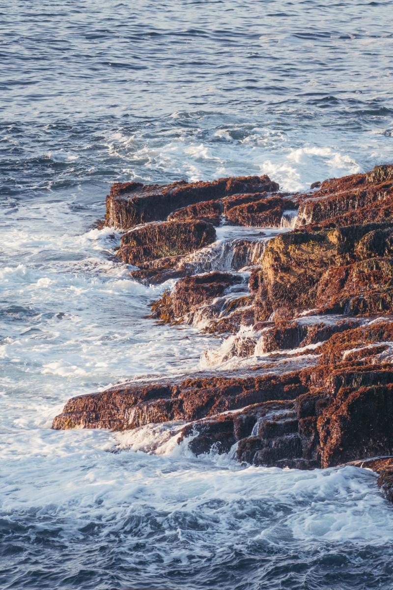 Waves crashing on the rocks near thunder hole