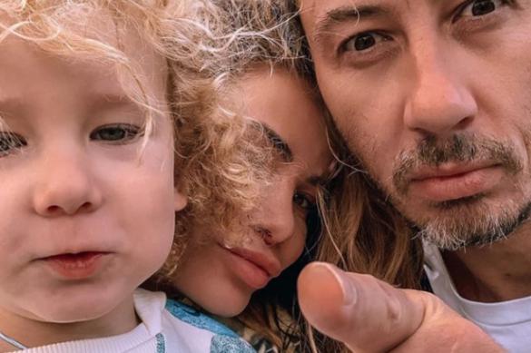 Бывший муж Айзы Анохиной угрожает забрать у неё ребенка