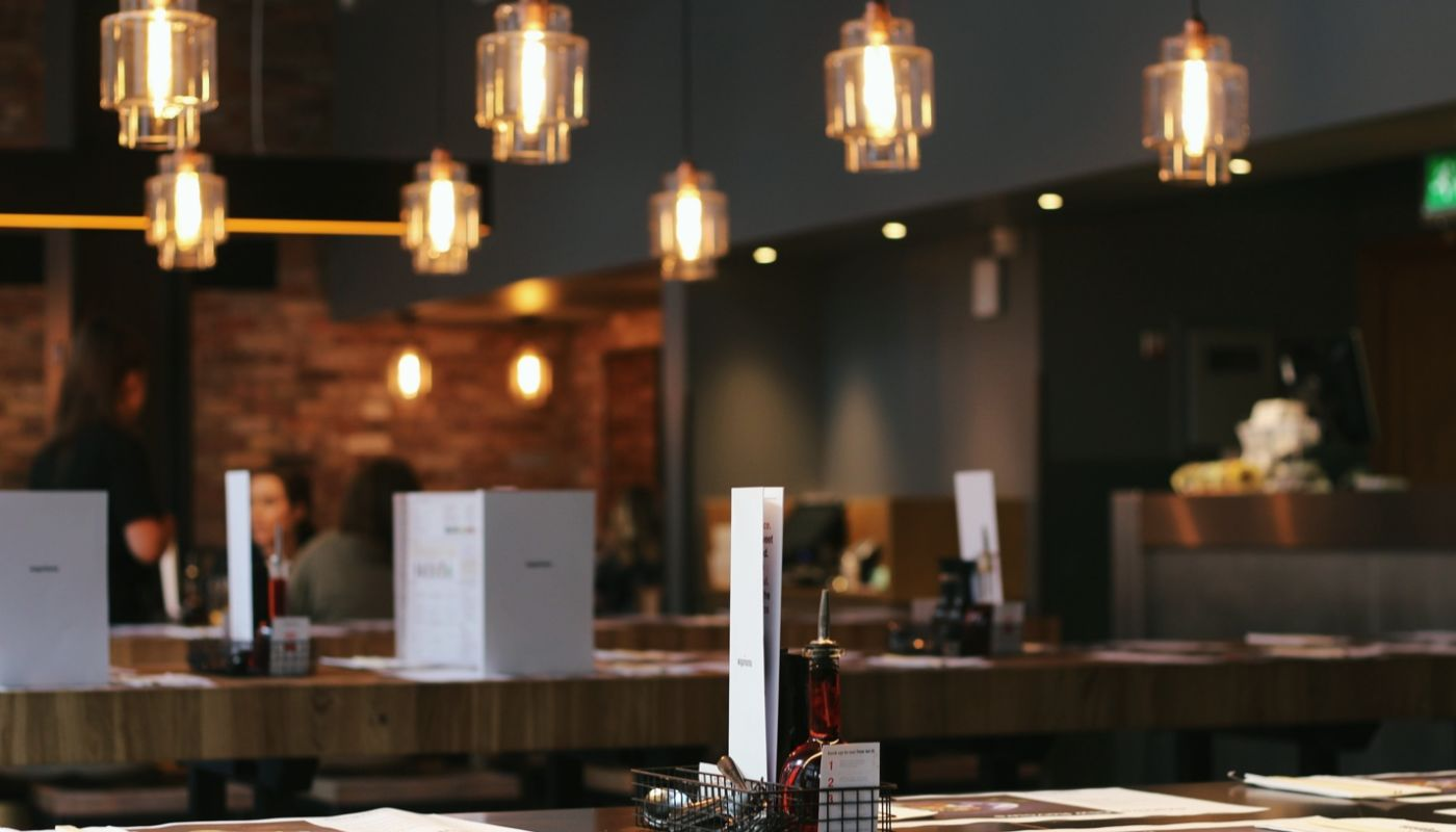 Bar area with condiment trays and white menus detailing how artificial intelligence will transform the restaurant industry.