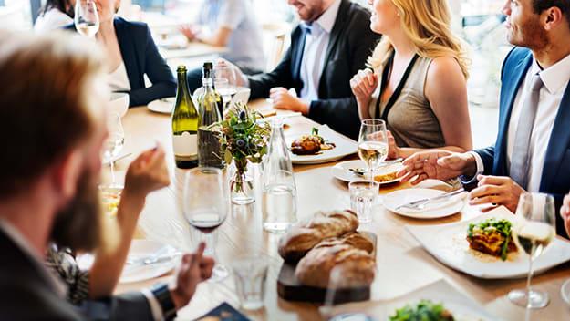 Dineren samen met familie, vrienden of collega's zorgt voor verbinding