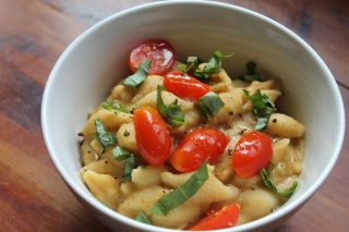 Pasta with Chickpea and Garlic Sauce