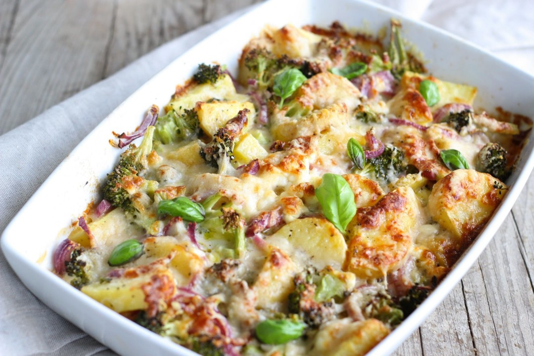 Cheese, spinach and walnut pasta bake