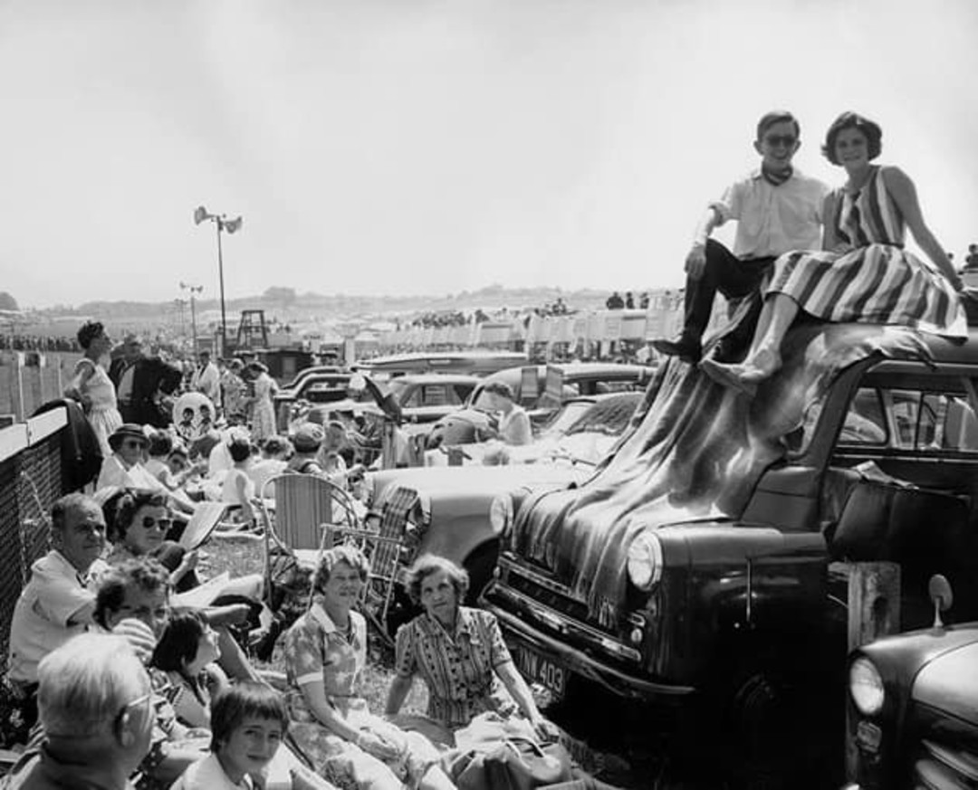 Racing fans of the 50's