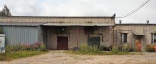 Торгово-складское здание с земельным участком