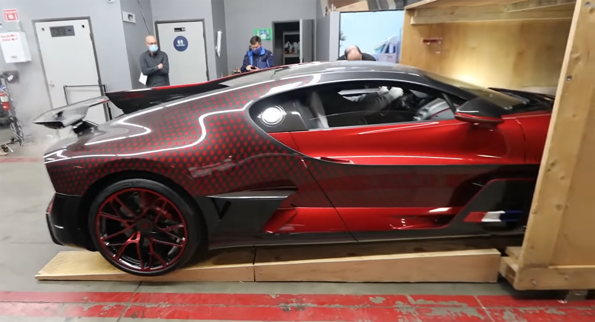 Unboxings Don T Come More Special Than This 5 Million Bugatti Divo Ladybug Carscoops Portal4cars