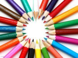 色鉛筆が中央に芯をよせて円をかいている
