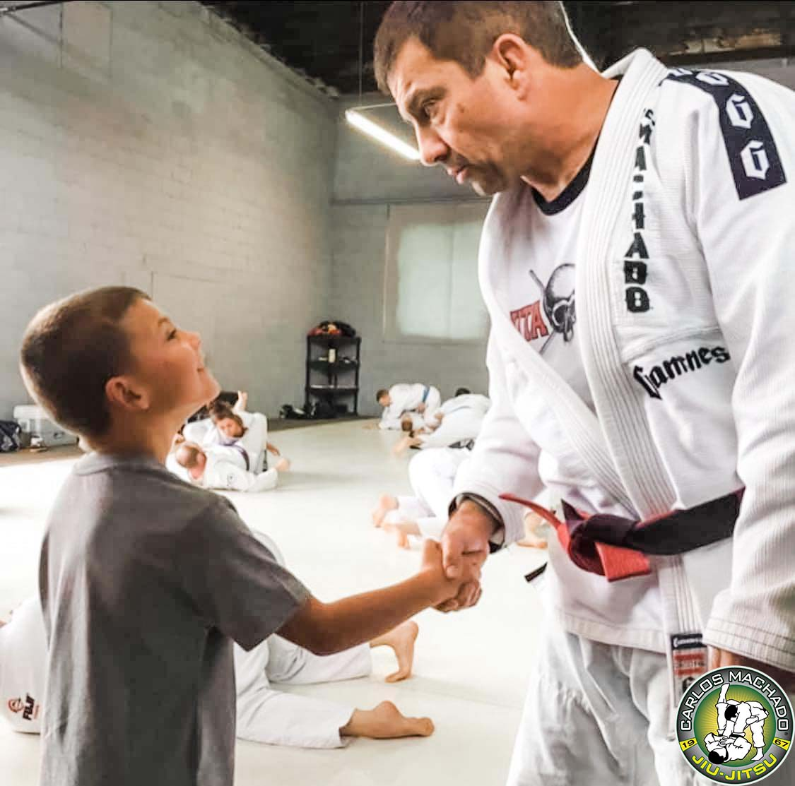 Professor Carlos Machado shaking hands with a new student