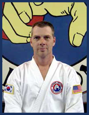 Master Chris Thompson in Richmond - Dong's Karate