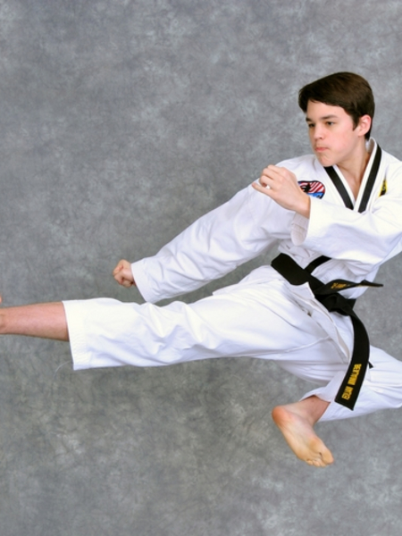 Benjamin Walker in Maryville - Church's Taekwondo America