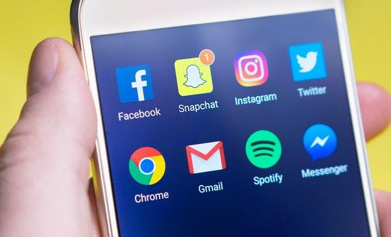 Tinggalkan Dulu Sosial Media - Yang Harus Diketahui Saat Membuat Skripsi