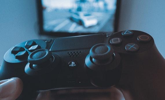 Bermain Video Game - Membuat Hidup Lebih Mudah