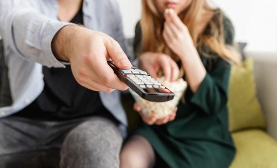 Menonton Tv Terlalu Dekat - Cara Menjaga Kesehatan Mata