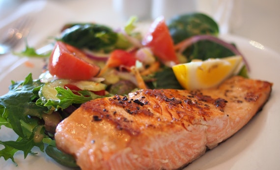 Makan Makanan Bergizi Tinggi - Cara Menjaga Kesehatan Mata